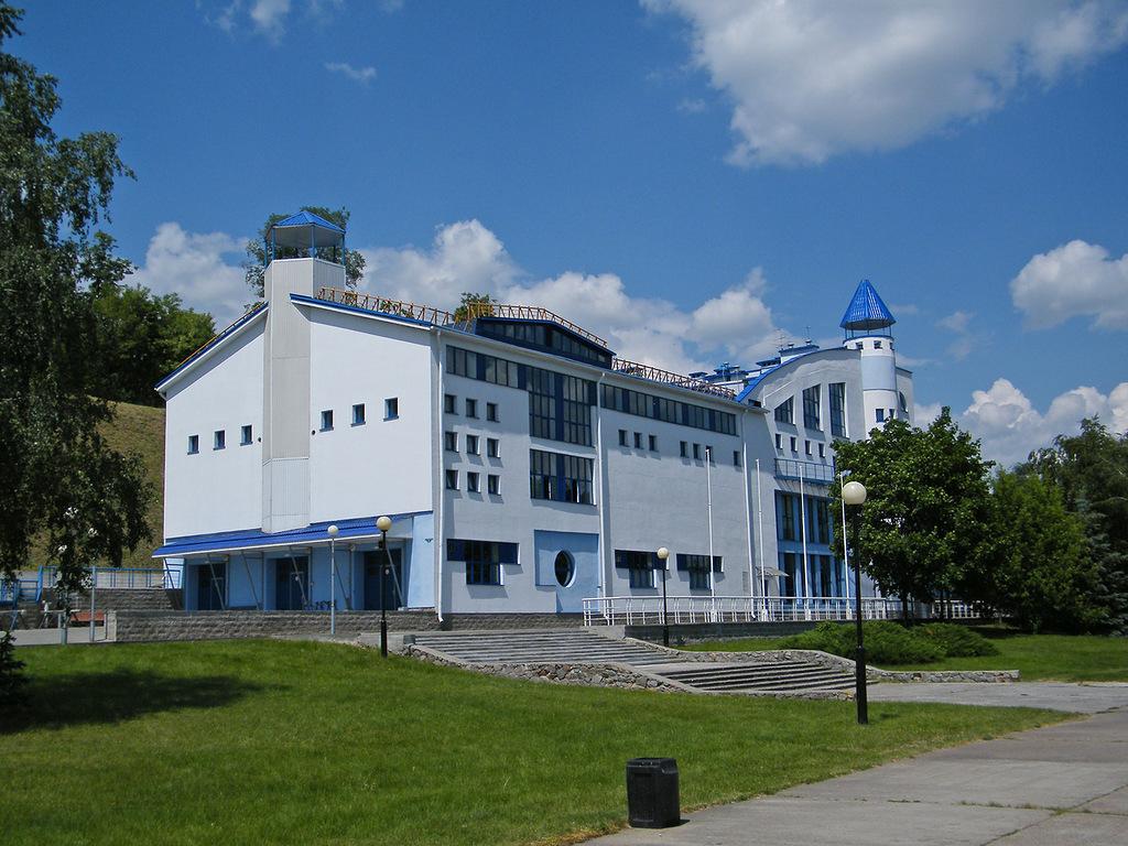 Какие впечатляющие спортивные сооружения есть в Воронеже?